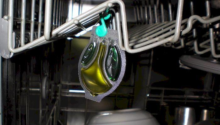 Посудомойка на кухне, фото